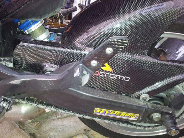 Présentation de la Tondeuse de MrBriko: Hornet 600 2010 Demontage%20cale%20pied%20ar