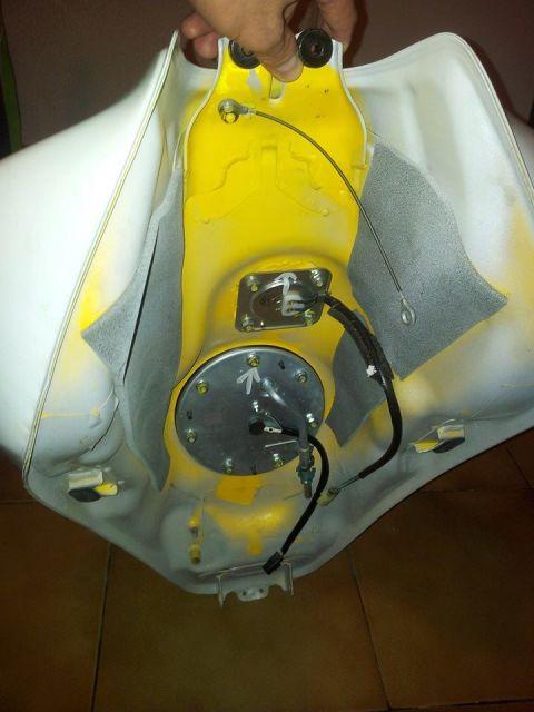 Présentation de la Tondeuse de MrBriko: Hornet 600 2010 R%e9servoir1%20H6